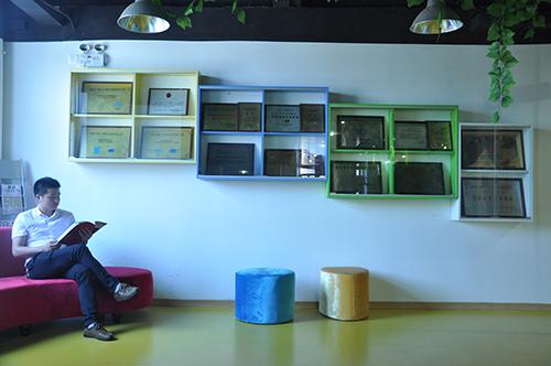 展示企业荣耀——快商荣誉展厅