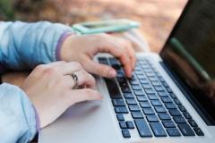 网页如何添加客户在线咨询功能