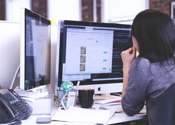 企业客服人员使用在线客服系统
